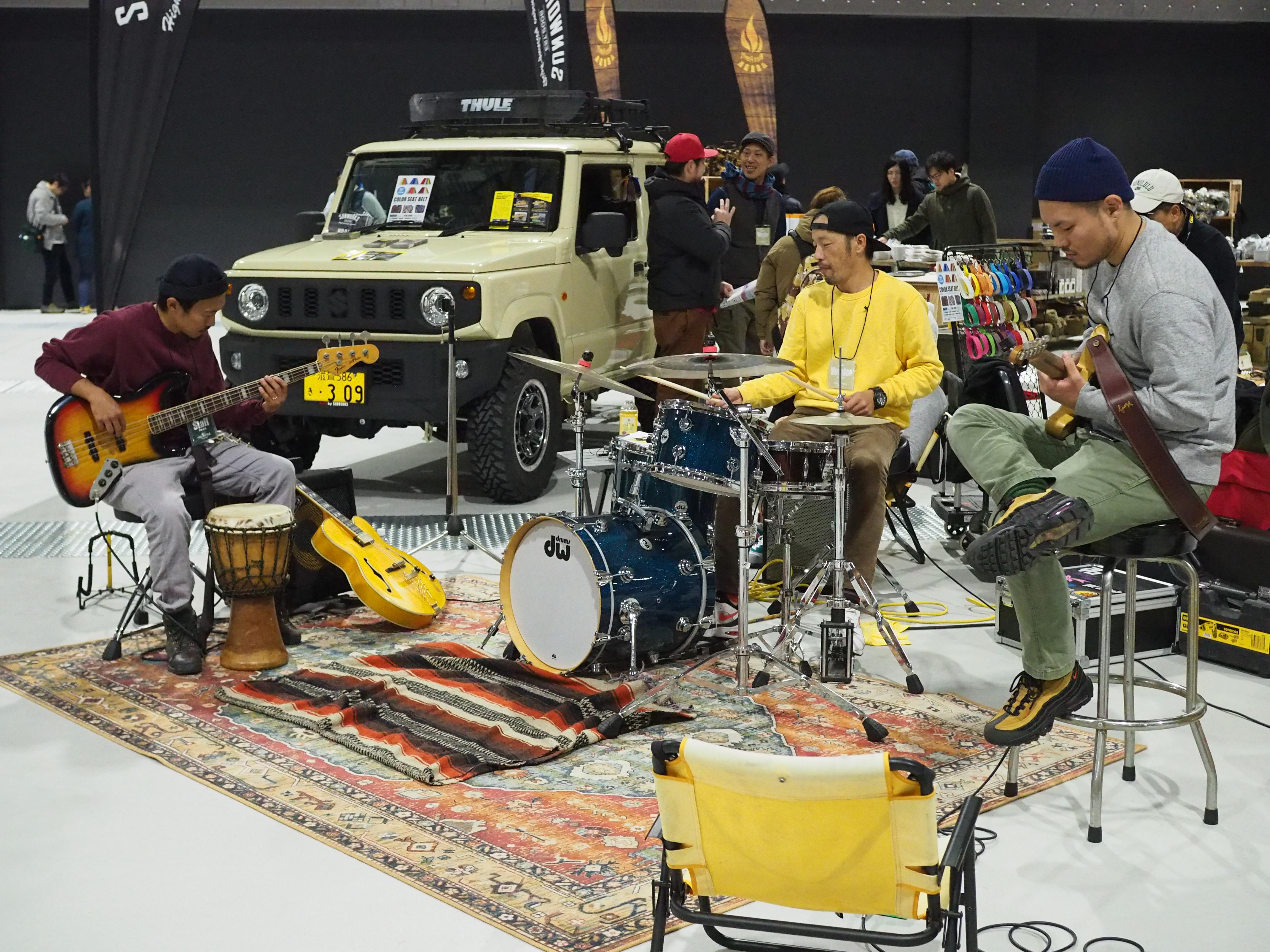 会場の一角ではバンド演奏がされていたり。