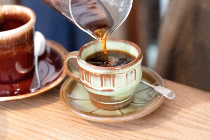 コーヒーを淹れてくれるご主人