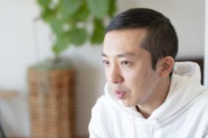 境野 隆祐さんInstagram:@ayanas.jp  観葉植物のセレクトショップ「ayanas(アヤナス)」主宰。  群馬県高崎市を拠点に、外構・植栽デザイン会社「HOLWELL」の活動も行う。