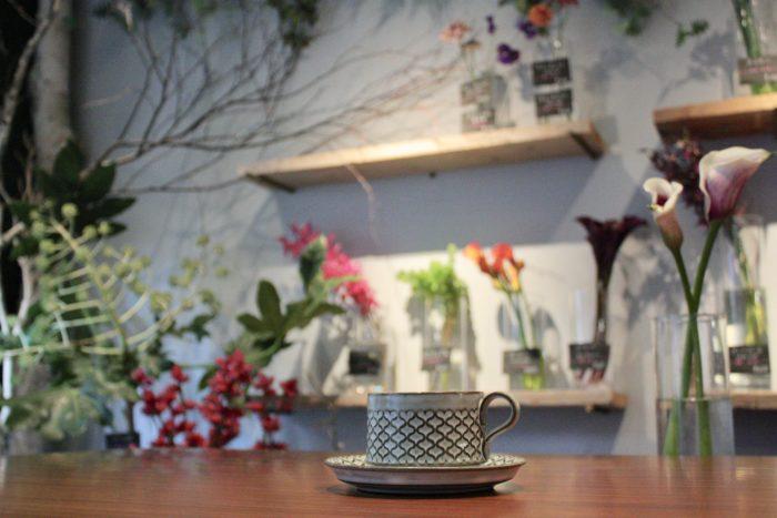 花屋とカフェが一緒になったお店、『Avant l'aube』