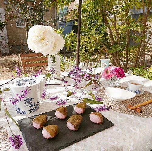 @tomoko_natural_life  お気に入りのスイーツとお茶を用意してお庭へ。春の暖かな日差しと空気を感じながらのティータイムは心を豊かにしてくれます。