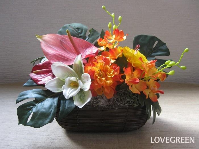 アーティフィシャルフラワー(造花)の魅力は、丈夫で美しく、軽くて清潔感があるところ。植物を取り入れたいけれど、花粉が苦手だったり、お手入れする時間がなかなかもてないお忙しいお母さんにもおすすめです。