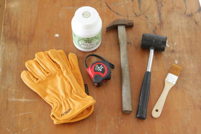 例えばDIYなどで木材を扱う際、気を付けたいのは木のトゲやささくれ。そんなときもKINCOのレザーグローブが活躍。 ささくれだった木からあなたの手を守ってくれます。