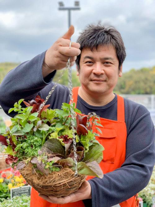 編集部:今回はおうちでできる園芸を教えてくださってありがとうございました!どちらもすぐに始めてみたいです!  國分さん:この時期は天候もよく、花苗・野菜苗も一番豊富に揃っているので、園芸をするのには最高の季節です。ぜひ、この機会に花や土を触って、花や葉の鮮やかな色あいや匂いを感じてほしいですね。自宅にこもりっきりでも、きっと晴れやかな気分になりますよ。  編集部:今回は本当にありがとうございました!