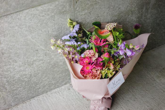 さて、母の日のお花のご注文もたくさんいただいてありがとうございました。私のブランドguiでは締め切らせていただきましたが、LOVEGREENさんのサイトでもコラボレーションの限定アクセサリーを販売しています。