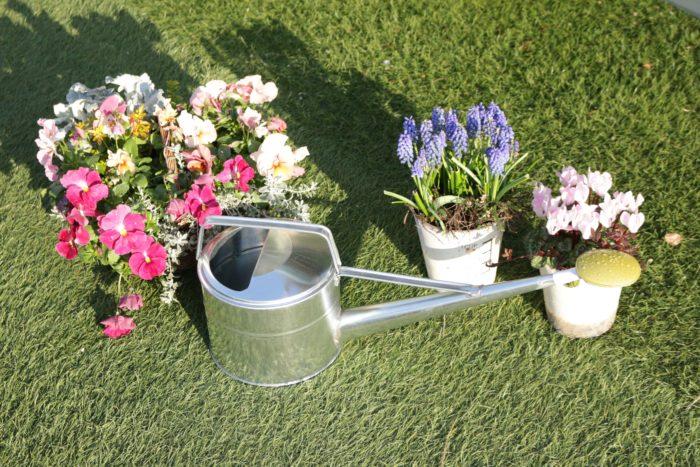 花壇やプランターの花にまとめて水やりできます。