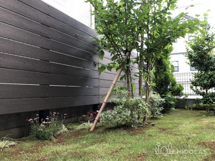 こちらは、横格子の木製フェンス。