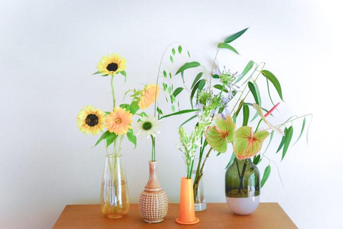 """お花も日持ちが難しいので、私たち花屋としても、一年の中で最もお花の取り扱いに気を遣う季節です。今回の「一""""花""""言」では、この季節に湿度や暑さにも耐え、比較的長く楽しむことのできる季節のお花をご紹介いたします。"""