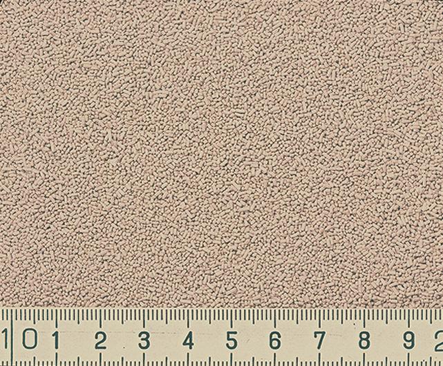 「ウィードコロン」の中身はこんな感じ。細かな粒状でまきやすそうです! 雑草を抑制する効果は約6カ月持続。散布後に雑草が枯れ始めるのは1~2週間後からとのことです。※天候や土壌の条件などにもよります。