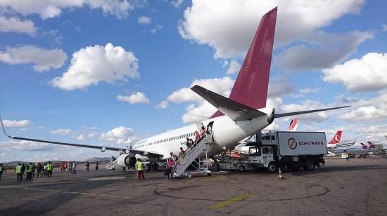 まずはアンタナナリボを起点に考えるとチュレアールに行くには飛行機が基本となる。上空での時間は、今までに書かせていただいたように一時間もかからないのだが、その前後で時間を要するのはどの街も変わりない。今回の訪問では、のちに紹介するアンタナナリボ市内で希少植物の輸出をするナーセリー訪問後、午後の飛行機でチュレアール空港に到着することができた。定刻出発定刻到着に感動を覚えることは日本では中々味わえないスリルかもしれない。