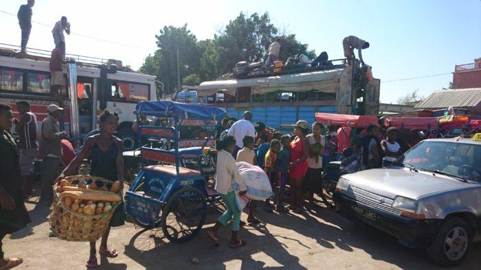街にでればマーケットもあり、安心してお土産物も購入ができる。バニラも売っているのでせっかくなので時間があれば覗いてみるのもいいのではないだろうか。