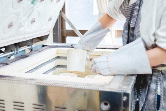 釉薬を塗った素焼き鉢を、窯でじっくりと焼き上げたのがこちら!
