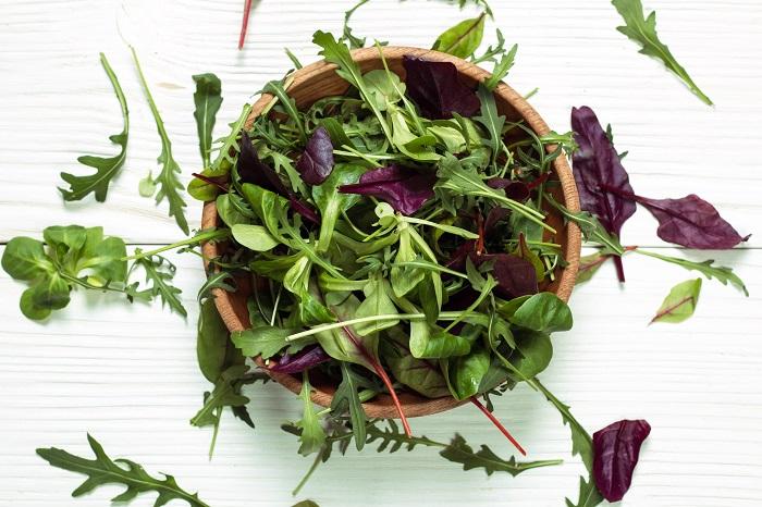 ベビーリーフとは特定の野菜の名前ではなく、葉物野菜の若い葉のことを指します。種まきから30日くらいで食べられるようになるので、家庭菜園初心者さんに向いている野菜です。