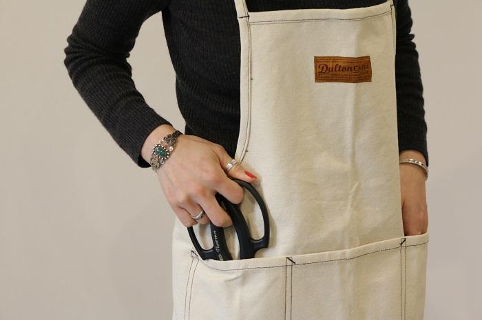 着衣が汚れるのを防いでくれます。気分が上がるようなエプロンがあれば、家庭菜園の作業もより楽しくなります。