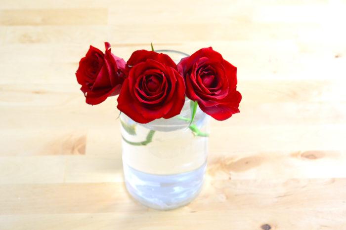 クリスマスに飾りたい花材といえば、やっぱりバラ。ロマンチックな雰囲気を演出してくれます。