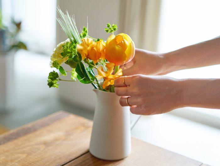 花をよく飾る方には、フラワーデザイナーが陶芸家と考えて作り上げたフラワーベースなんていかがでしょうか?
