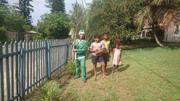 またサザンクロスの事務所の庭には、私、又右衛門がアンバサダーをつとめさせていただいている「みどりのサンタ」として、活動支援する意味でも集落で買い上げたバオバブの苗を、植えさせていただいています。