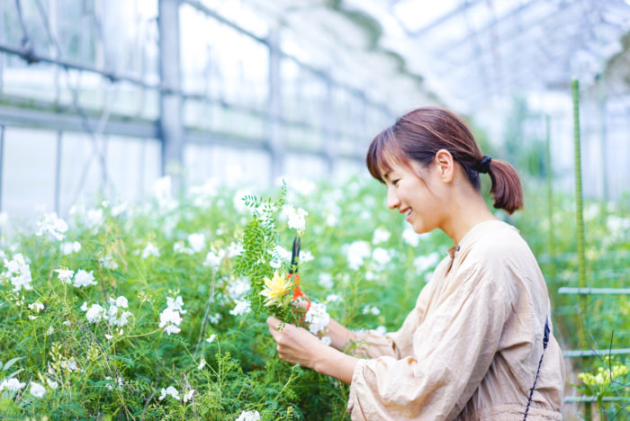 それぞれの畑でカットさせてもらったお花で、ブーケを作らせてもらいました。農園のお花だけでこれだけ多種多様な草花を揃えられるのは、片桐花卉園ならでは。
