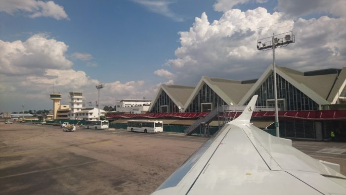 アンタナナリボにはマダガスカル唯一の国際空港であるイヴァト空港があり、海外から入国するには、必ず訪れなければならない場所である。空港内には私の口に合うお気に入りの飲食店や、現地の地図などが買えるショップなどがある。また隣接することころには郵便局もあるので、記念切手を購入する人もいるようである。  私が訪れた昨年、一昨年には、隣接するところに新空港を建設中であり、今年はCOVID-19の影響で訪れることができないため、現在はどのようになっているかはわからないが、きっと近代的なものになっていて便利になっていると思う。それはそれで何となく寂しさを感じる。又右衛門は海外において普段と違った不便さが、ある意味心地よく感じている少し変わった一面もあるからであろう。