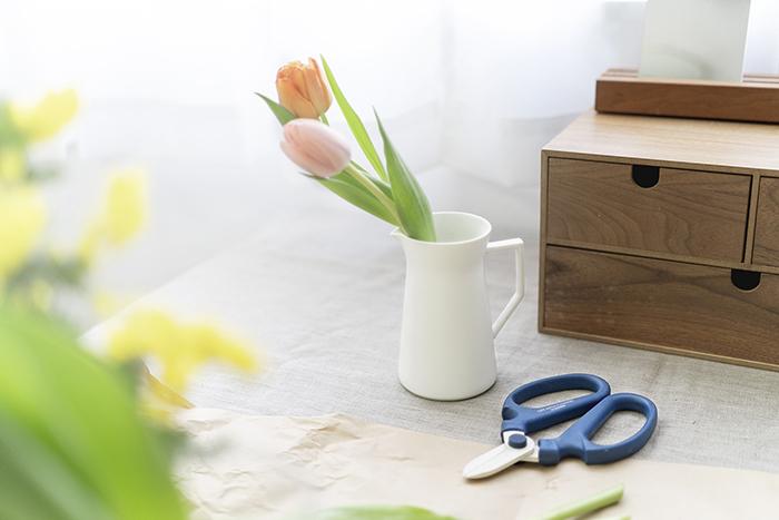 外に出る機会が少なくても大丈夫。季節のお花を飾れば、室内が一気に春色に。 季節感のある草花を飾って楽しめる花瓶をこの機会にお見逃しなく!