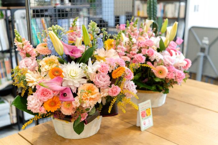 LOVEGREENがメディアパートナーを務める、福岡市の「一人一花運動」から届いた、福岡県産の花でつくられたフラワーアレンジメント