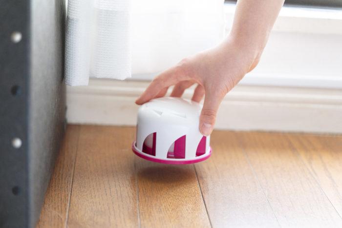 「ムカデよけ撃滅 置くタイプ」は、室内に置くだけで約3カ月室内へのムカデの侵入を防ぐことができる予防タイプの忌避剤です。