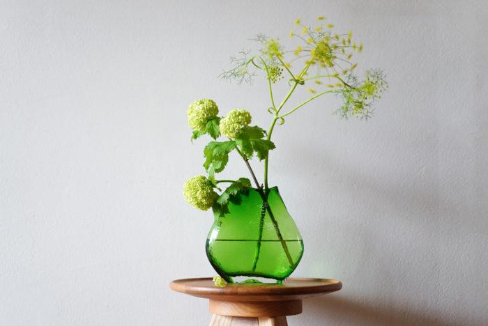 合わせるお花は野草のような佇まいがある花が似合うと思います。  フェンネルの花のようなハーブで繊細なイメージのものがとてもよく合います。グリーン×黄色の相性がとてもいいのでお部屋を明るく爽やかに彩ってくれます。