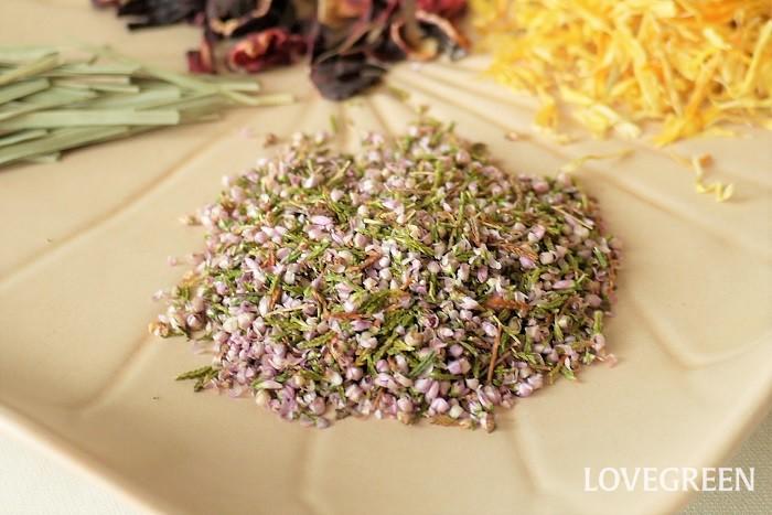 学名:Erica vulgaris 科名:ツツジ科 使用部位:花 効果効能:エリカのハーブティーには、美白や利尿作用への効果が期待できると言われています。