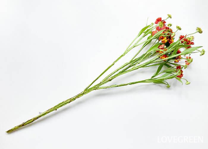 スプレー咲きで、1本でもこんなにたくさんの花がついています!1本で生けても見映えがしますし、切り分けて様々なアレンジを楽しむこともできます。